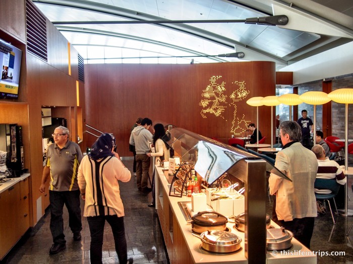 A Peek Inside the Toronto Maple Leaf Lounge 12